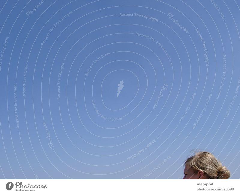 Der Himmel über Italien Frau blau Kopf blond Schönes Wetter Blauer Himmel Momentaufnahme