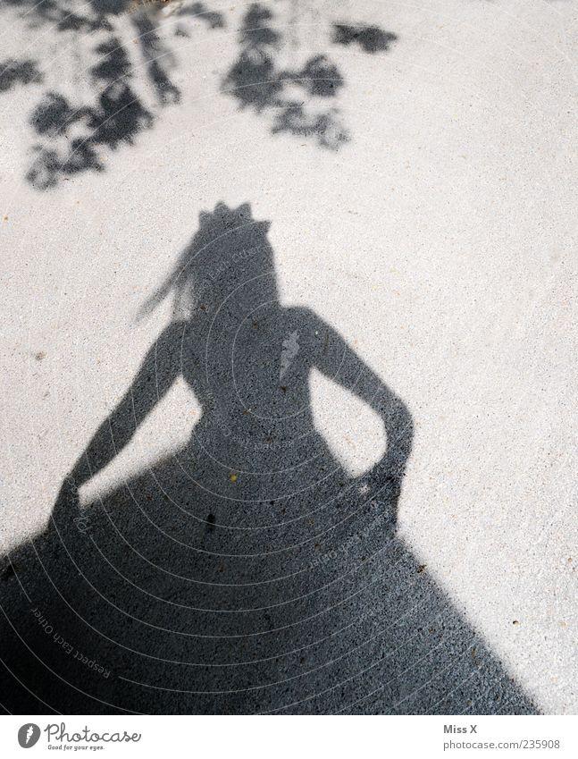 Prinz gesucht Mensch Frau Jugendliche schön Erwachsene feminin Junge Frau 18-30 Jahre Kleid Märchen Krone Prinzessin