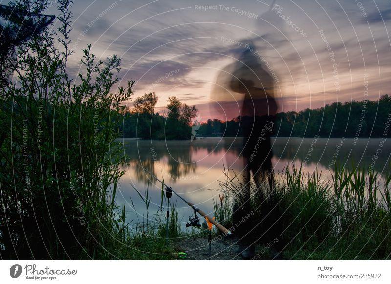 Silence Angeln Ausflug Freiheit maskulin 1 Mensch Natur Wasser Wolken Nebel Seeufer warten frei Stimmung Zufriedenheit Lebensfreude Vorfreude Abenteuer Idylle