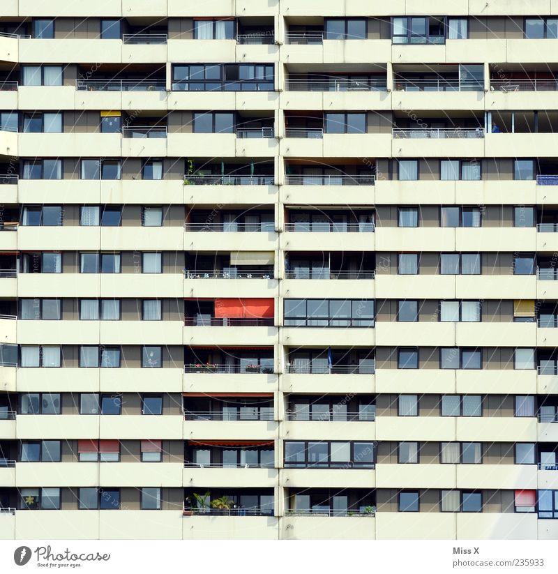 Wohntraum überbevölkert Haus Hochhaus Bauwerk Gebäude Architektur Mauer Wand Fassade Balkon Fenster Hochhausfassade Wohnungssituation Farbfoto Außenaufnahme