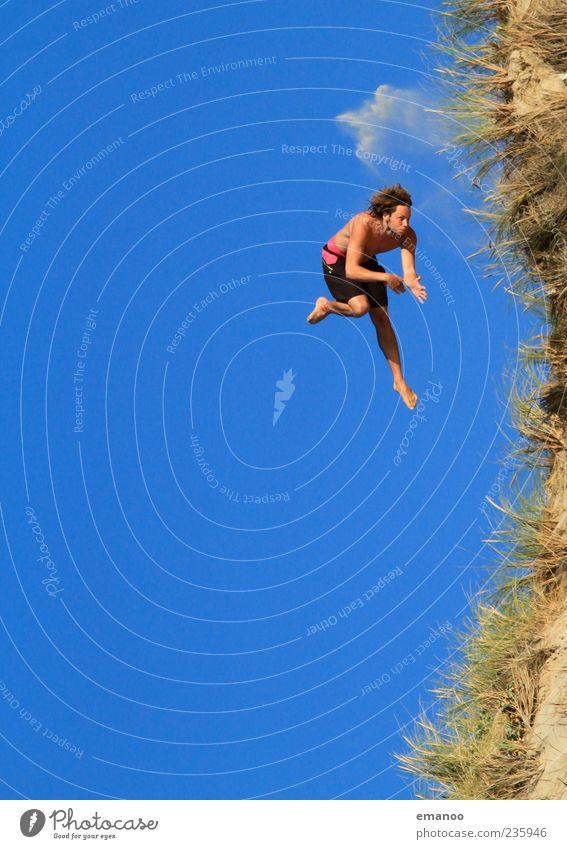 Dünen Freestyle Mensch Himmel Mann Natur Jugendliche blau Ferien & Urlaub & Reisen Sommer Strand Freude Erwachsene Freiheit Gras Küste springen Stil