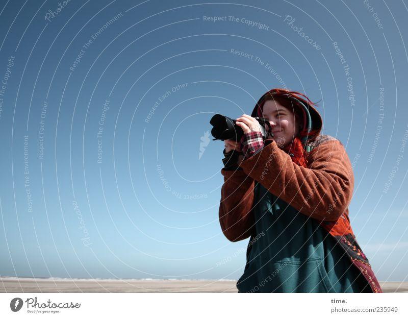Spiekeroog | Sonnenkind Mensch Frau Himmel Natur Jugendliche blau schön Erwachsene Ferne Umwelt Landschaft Leben feminin Küste Glück Luft