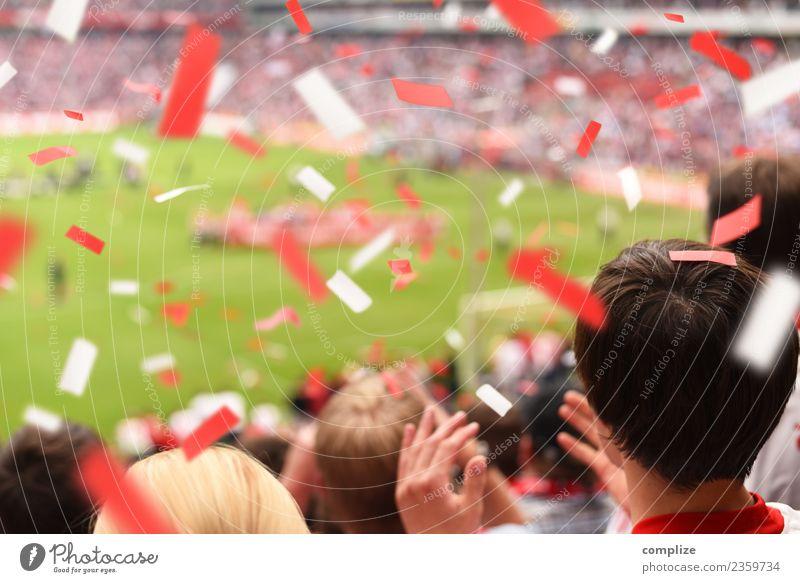 Pokal-Sieg Freude Glück Spielen Feste & Feiern Sport Ballsport Sportmannschaft Publikum Fan Hooligan Tribüne Sportveranstaltung Erfolg Fußball Sportstätten