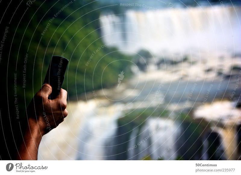 Schnappschuss - snapshot - iguazu falls Natur blau Wasser Hand grün Ferien & Urlaub & Reisen Sommer Ferne Erholung Landschaft wandern Ausflug Tourismus