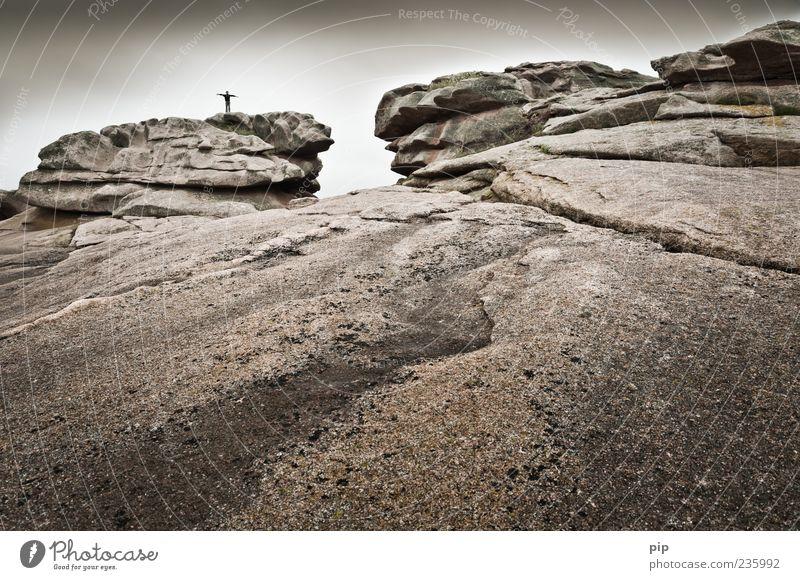 mein fels und meine festung Mensch Himmel Natur Freude Einsamkeit Ferne Berge u. Gebirge oben Freiheit Stein Kindheit Felsen Arme hoch stehen Urelemente