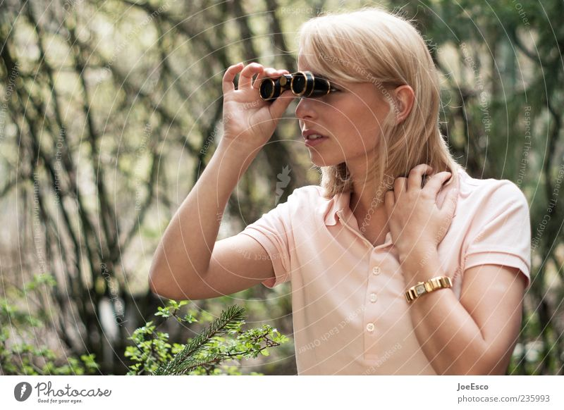 #235993 elegant Stil Ferne Expedition Frau Erwachsene Leben 18-30 Jahre Jugendliche Natur Pflanze Garten Hemd Schmuck blond beobachten festhalten warten trendy