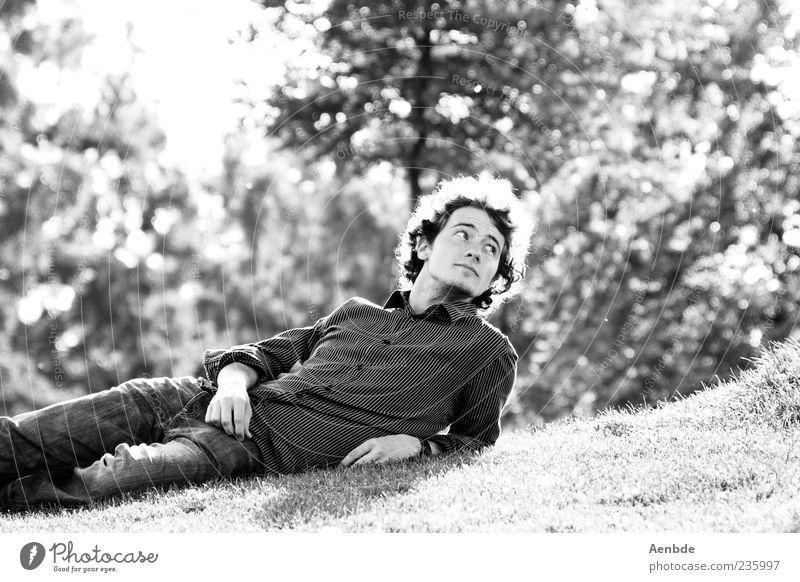 Auf der Wiesn... Mensch Natur Jugendliche Sommer Freude ruhig Erwachsene Erholung Landschaft Leben Wiese Glück Park Zufriedenheit liegen maskulin