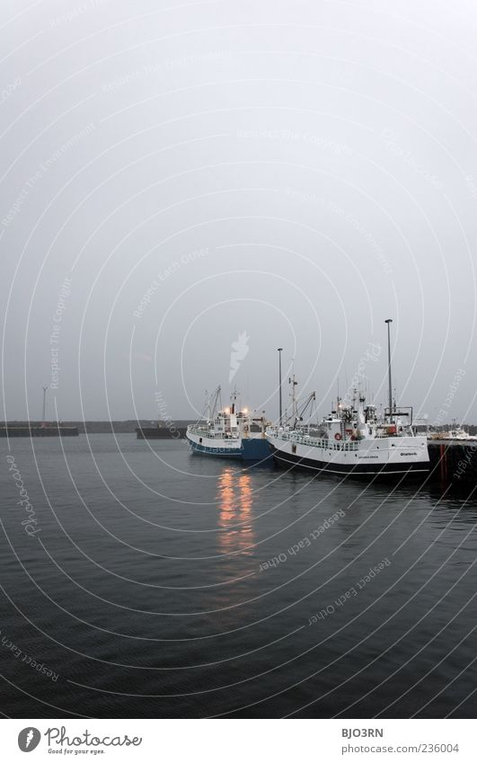 Schietwetter | Iceland Wasserfahrzeug Fischerboot Fischereiwirtschaft Hafen Anlegestelle Meer Skandinavien Island Industrie Walfang schlechtes Wetter grau Natur
