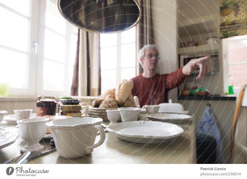 Spiekeroog | Frühstück mit time. Mensch Mann Ferien & Urlaub & Reisen Haus Erwachsene Lampe Essen Stimmung Wohnung Freizeit & Hobby maskulin Finger Häusliches Leben Küche Idee 45-60 Jahre