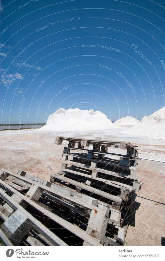 Alles paletti! Himmel Sommer Schönes Wetter Wärme liegen blau weiß chaotisch Paletten Stapel Haufen Berge u. Gebirge Salz Saline Holz trocknen blenden