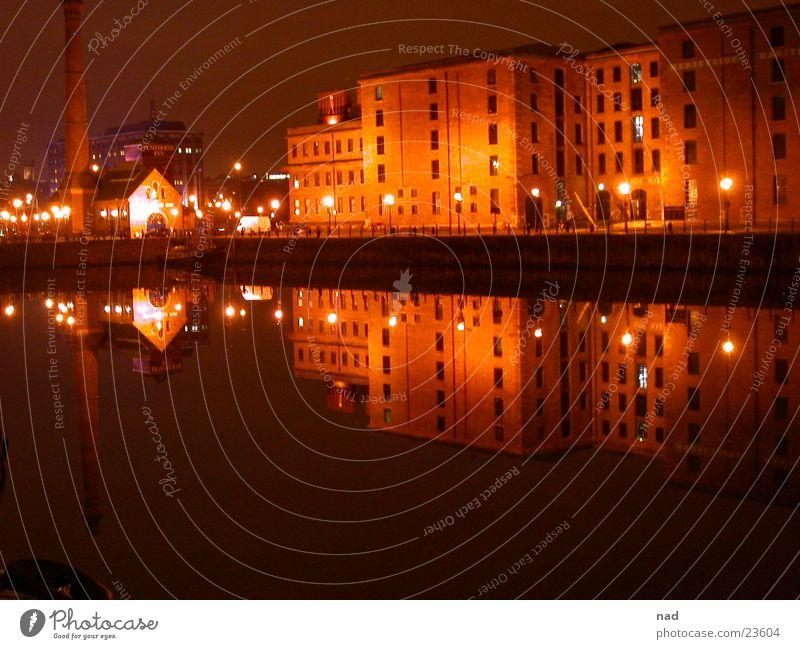 London bei Nacht Wasser Stadt dunkel Architektur
