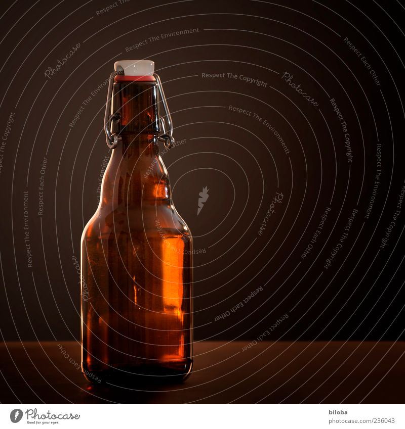 Bier ist einfach goldig alt weiß gelb Glück braun leuchten Glas Getränk Tradition Flüssigkeit Flasche Verpackung Nostalgie Erfrischungsgetränk