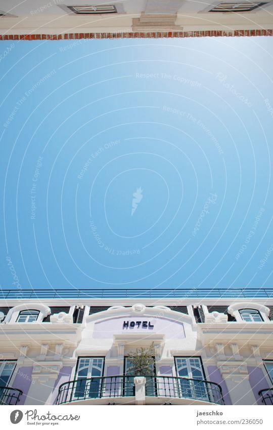 Hier Reiseslogan einfügen blau Ferien & Urlaub & Reisen Erholung Architektur Gebäude Tourismus Schriftzeichen Schönes Wetter historisch Hotel Balkon Sommerurlaub deutlich Stadtzentrum Wolkenloser Himmel Tradition