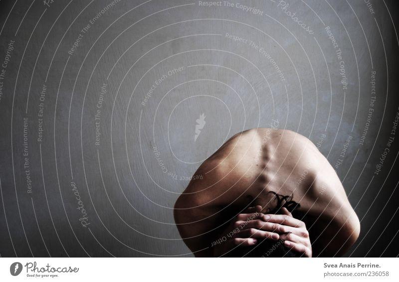 gemälde des gezeichneten. maskulin Haut Rücken Hand Finger 1 Mensch 18-30 Jahre Jugendliche Erwachsene hocken authentisch außergewöhnlich dünn Traurigkeit Sorge