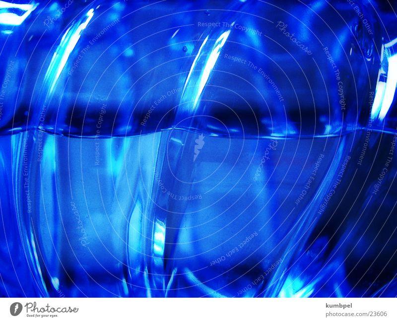 Volvic'sches Reflektionsgesetz Wasser blau dunkel Bewegung hell Kraft Kunst Energiewirtschaft Dynamik Licht Oberfläche Qualität Zweck