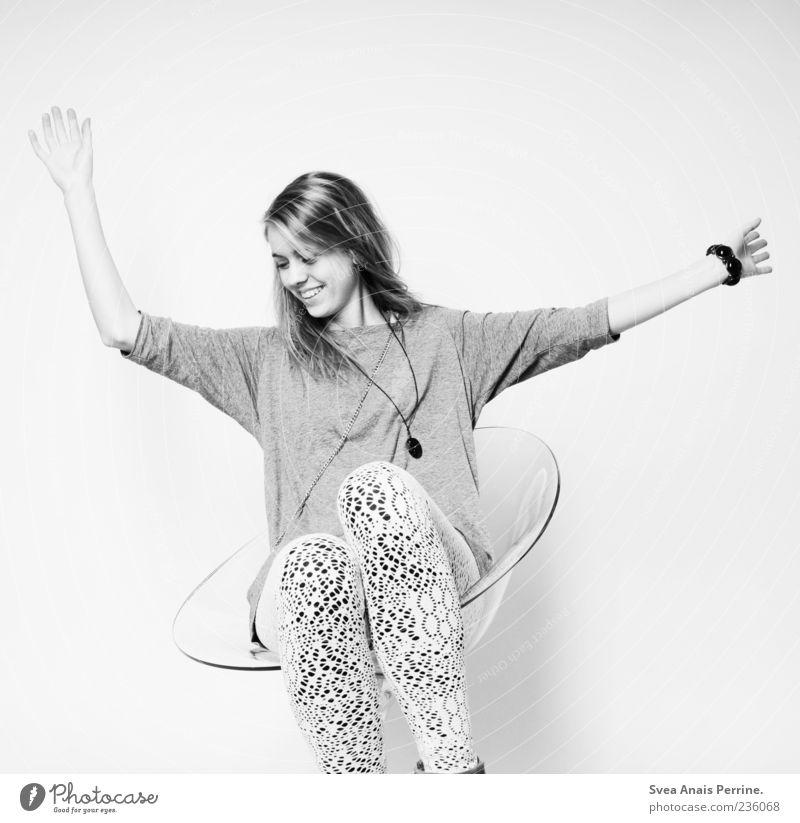 perfekte freude(580). Mensch Jugendliche Freude Erwachsene feminin Glück lachen Stil lustig Mode hell Zufriedenheit Arme elegant modern Fröhlichkeit