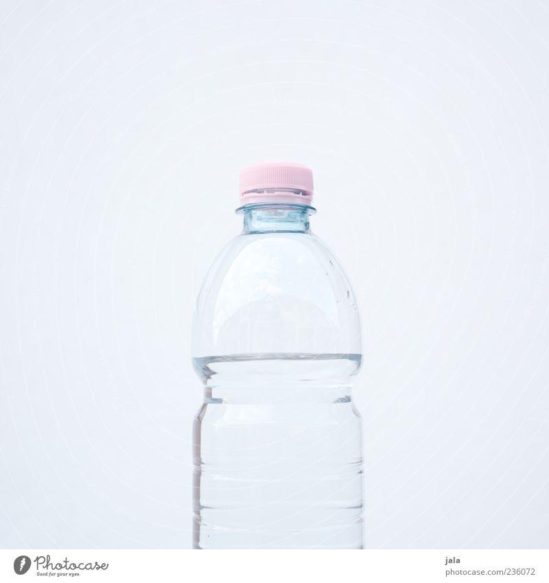 stilles Getränk Erfrischungsgetränk Trinkwasser Wasser Mineralwasser Flasche ästhetisch Flüssigkeit rosa weiß hell-blau puristisch Farbfoto Außenaufnahme