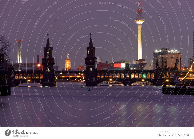 berlin in lila Berlin Tourismus Brücke Fluss Backstein Skyline Wahrzeichen Sehenswürdigkeit Sightseeing Berliner Fernsehturm Rathaus Kreuzberg Friedrichshain
