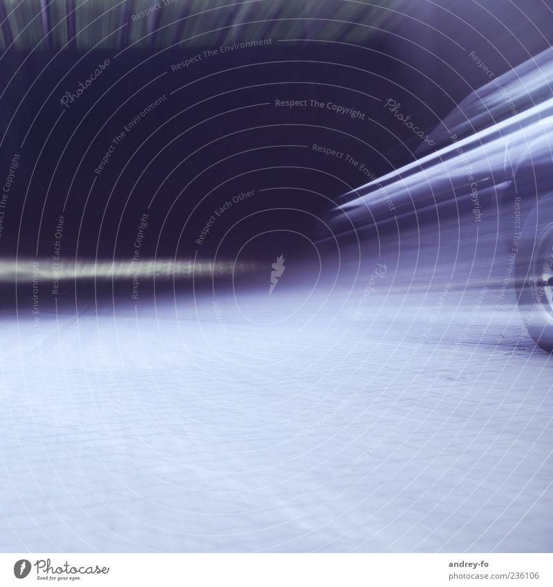 Schnell weg Menschenleer Verkehr Straße Autobahn Tunnel Fahrzeug Beton Bewegung fahren Unendlichkeit blau violett Rennsport Reifen Rennwagen Geschwindigkeit