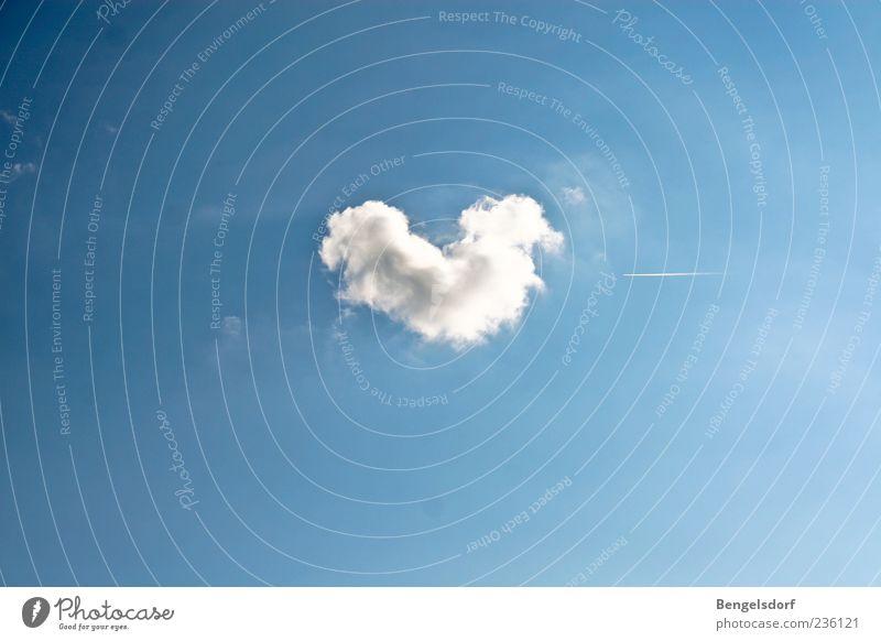 Sommerliebe Mensch blau weiß Sommer Wolken Gefühle Herz einzigartig außergewöhnlich Kitsch Symbole & Metaphern Schönes Wetter herzförmig Wolkenbild