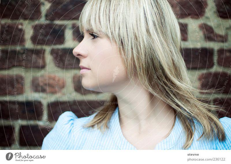 c h r i s s i. Frau Mensch Jugendliche schön feminin Gefühle Haare & Frisuren Zufriedenheit blond Erwachsene Suche ästhetisch authentisch nah Sehnsucht