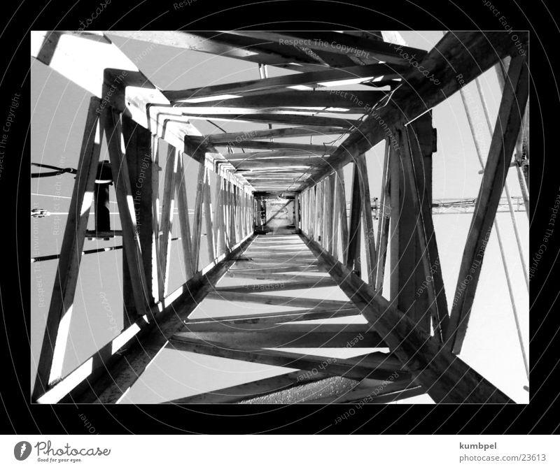 Baustellenserie Aufnahme 1 Reihe Kran Verstrebung Licht Dinge Schwarzweißfoto Metall Schatten Perspektive Dynamik
