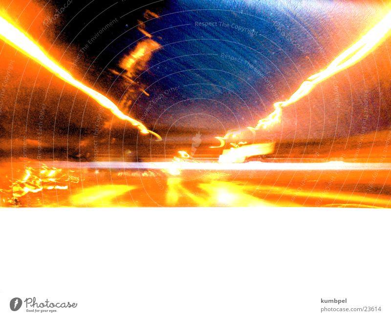 Tunnelturbulenz Nacht Langzeitbelichtung grell Licht Blitze Turbulenz Verkehr orange blitzartig turbulent London Underground channel light thunder