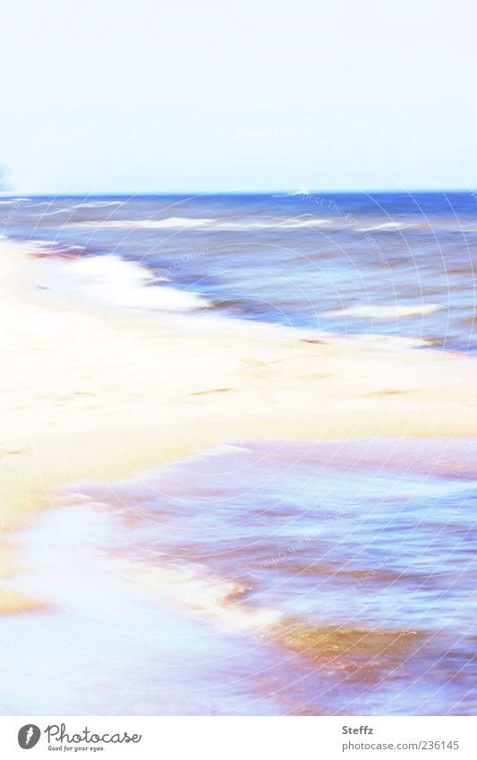 Urlaubsimpression Sommer Strand Meer Wellen Umwelt Natur Urelemente Sand Luft Wasser Wolkenloser Himmel Horizont Schönes Wetter Küste Ostsee außergewöhnlich