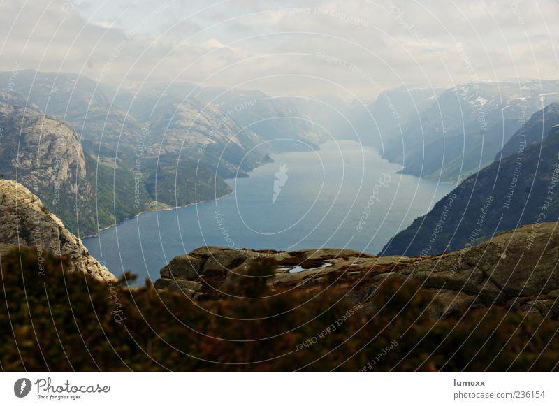 lysefjord Natur blau Wasser Ferien & Urlaub & Reisen Wolken Ferne Landschaft Berge u. Gebirge grau außergewöhnlich Reisefotografie Europa Panorama (Bildformat)