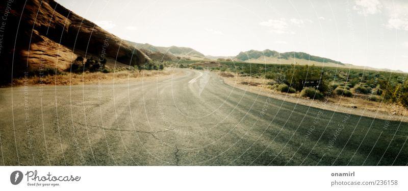On the American Road again... Natur Landschaft Felsen Schlucht Valley of fire Amerika Menschenleer hell Ferne Farbfoto Außenaufnahme Dämmerung Licht Schatten