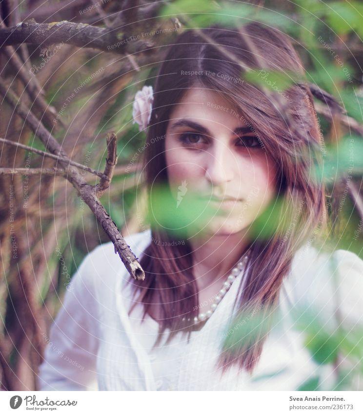 . Mensch Jugendliche schön Erwachsene feminin Haare & Frisuren Blüte außergewöhnlich Junge Frau 18-30 Jahre Ast Schmuck langhaarig schwarzhaarig Accessoire