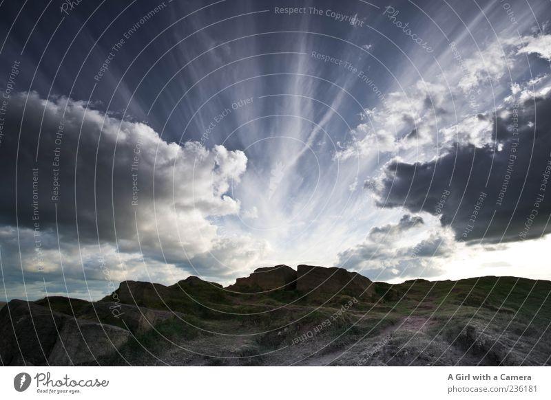 what remains is, undoubtedly, anger Himmel Natur Wolken Ferne Umwelt Landschaft dunkel Berge u. Gebirge Wetter Felsen Klima außergewöhnlich leuchten Urelemente