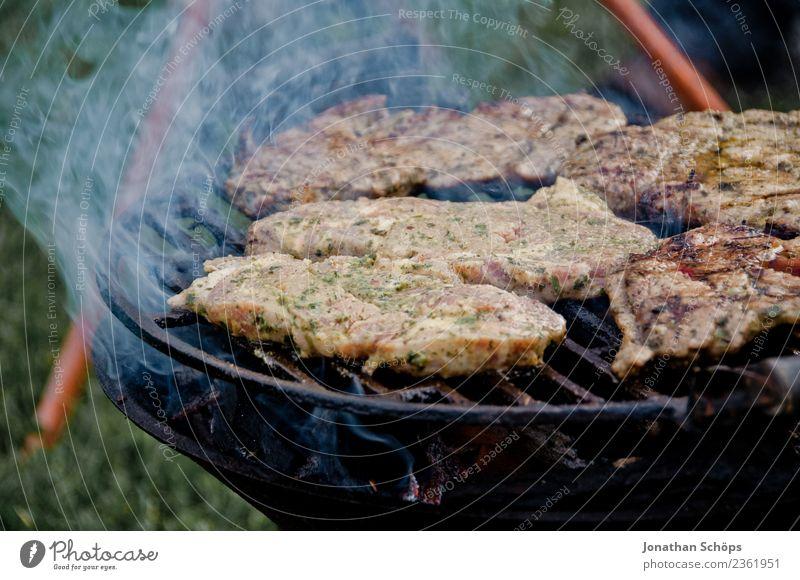Angrillen! rauchende Steaks auf einem Grill Lebensmittel Fleisch Ernährung Abendessen Festessen Bioprodukte Stimmung Laster Zufriedenheit Vorfreude Kraft