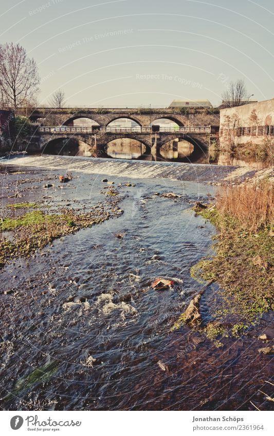 Brücke über den Fluss Sheaf in Sheffield, England Bogen Torbogen Backstein Wasser fließen Europa Himmel Landschaft Stein alt Natur Ferien & Urlaub & Reisen