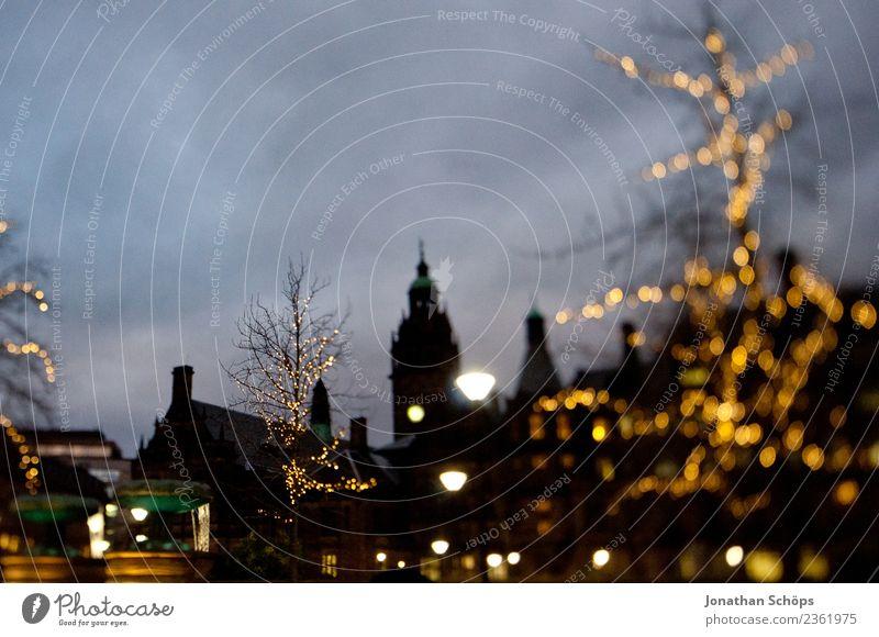 Stadtzentrum von Sheffield England bei Nacht dunkel Winter Weihnachten & Advent Weihnachtsbaum Weihnachtsbeleuchtung Beleuchtung Licht Tilt-Shift Himmel Turm
