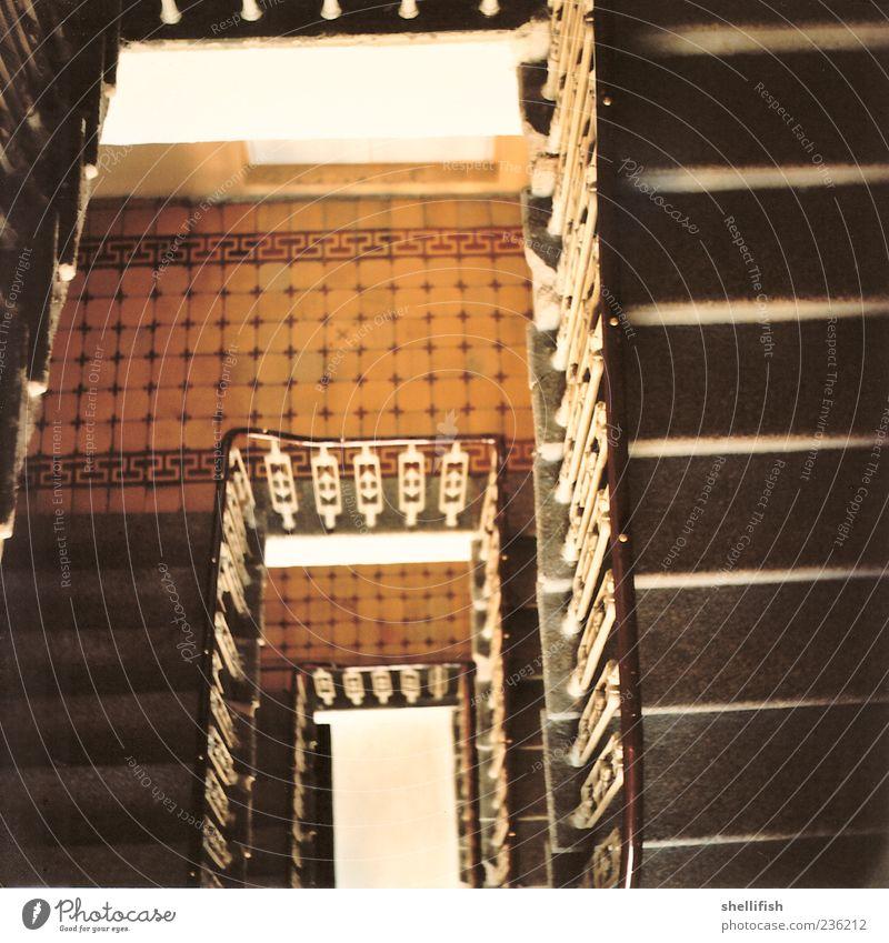 5-3-33 Stiegenhaus Stil Wohnung Haus Linz (Donau) Stadtzentrum Altstadt Menschenleer Hochhaus Burg oder Schloss Ruine Treppe Stein Beton Holz Metall Rost Linie