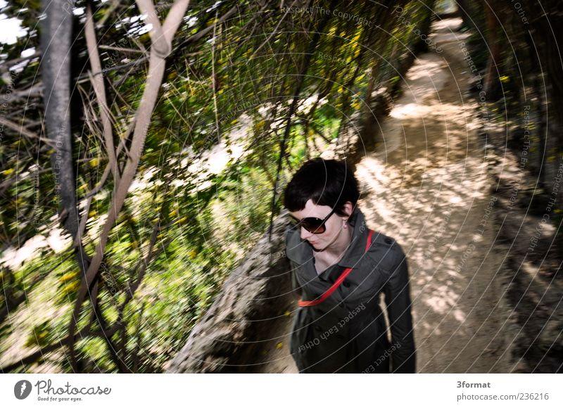 GARTEN Mensch Jugendliche Ferien & Urlaub & Reisen Sommer Erwachsene Gefühle Wege & Pfade natürlich Ausflug Junge Frau 18-30 Jahre Spaziergang Lächeln brünett Sonnenbrille kurzhaarig