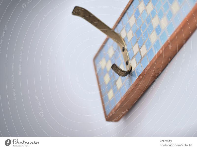 HAKEN Holz Metall Gold Design Häusliches Leben retro Fliesen u. Kacheln Möbel Nostalgie kariert Haken gebraucht Perspektive Messing Kleiderhaken