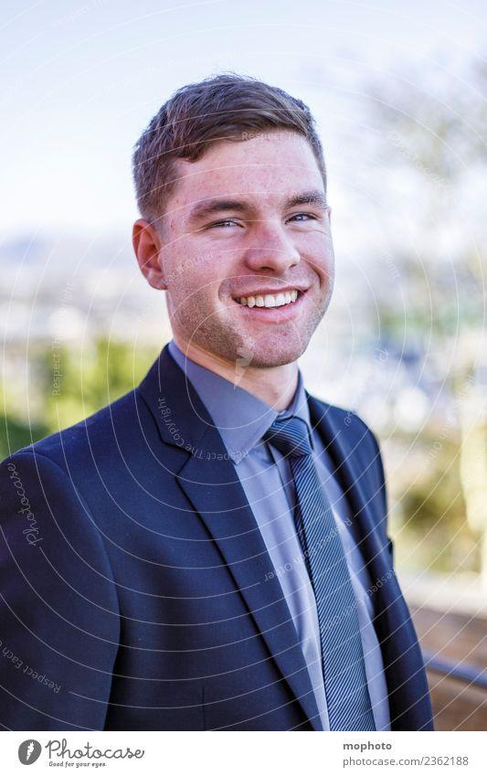 Junger Mann im Anzug Mensch Jugendliche 18-30 Jahre Erwachsene Lifestyle Leben Stil Business Mode Feste & Feiern Zufriedenheit maskulin elegant Lächeln