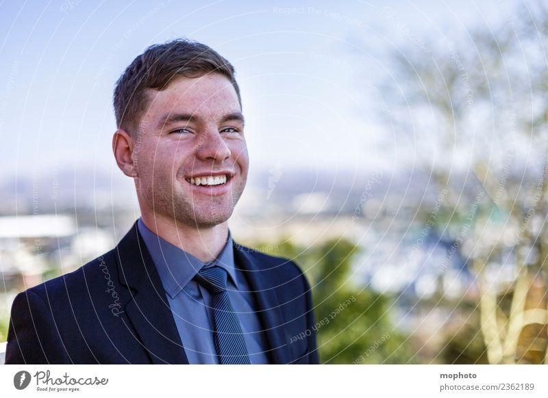 Junger Mann im Anzug Mensch Jugendliche 18-30 Jahre Erwachsene Leben Lifestyle Stil lachen Business Arbeit & Erwerbstätigkeit Zufriedenheit maskulin elegant