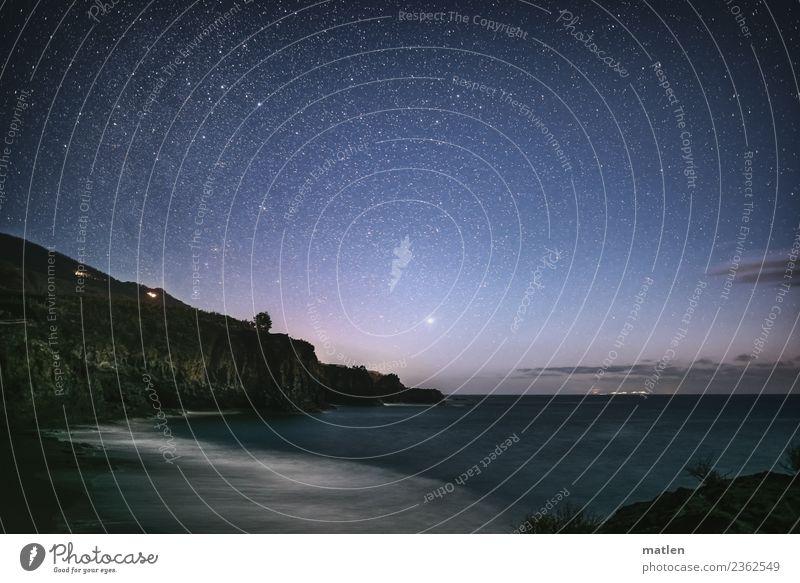 Nachthimmel am Meer Landschaft Himmel Stern Horizont Frühling Schönes Wetter Felsen Berge u. Gebirge Wellen Küste Strand Bucht Menschenleer dunkel blau braun