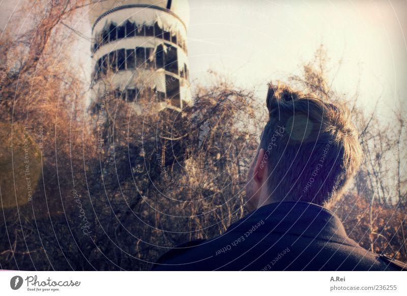 Nur eine Radiostation... Mensch maskulin verfallen brünett Ruine kurzhaarig Besichtigung Radarstation