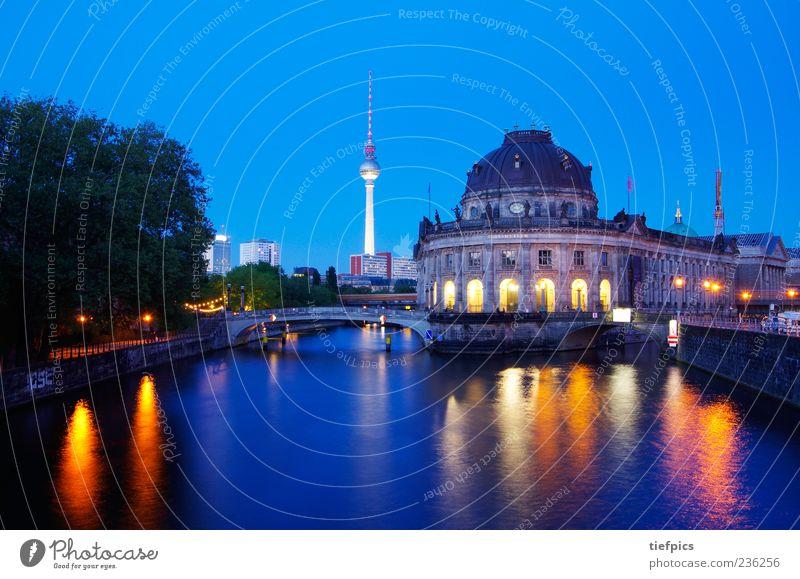 berlin bunt alt Berlin Brücke Kultur Museum Stadtzentrum Sehenswürdigkeit Sightseeing Fernsehturm Spree Langzeitbelichtung Klassizismus Museumsinsel