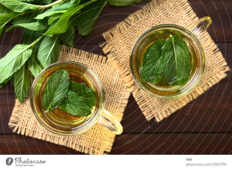 Frischer Minze Kräutertee Getränk Tee frisch Kräuterbuch trinken Erfrischung Krause Minze aromatisch Abhilfe Medizin Geschmack Gesundheit kalt Glas Tasse