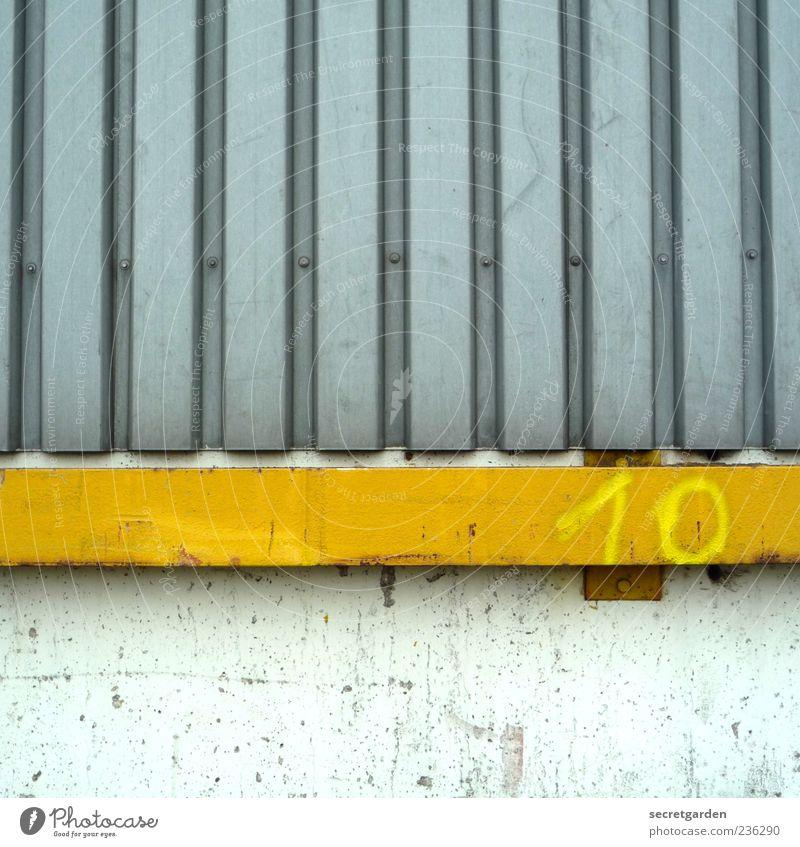 top ten. Bauwerk Gebäude Mauer Wand Fassade Metall Ziffern & Zahlen Linie Streifen gelb grau weiß 10 Putzfassade Farbfoto Außenaufnahme Detailaufnahme