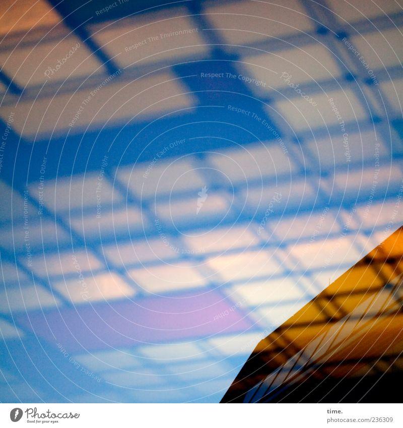 Höhere Mathematik Haus Gebäude Architektur Fassade Fenster gelb Design Perspektive Kästchen diagonal blau Farbfoto Außenaufnahme Menschenleer Abend Dämmerung