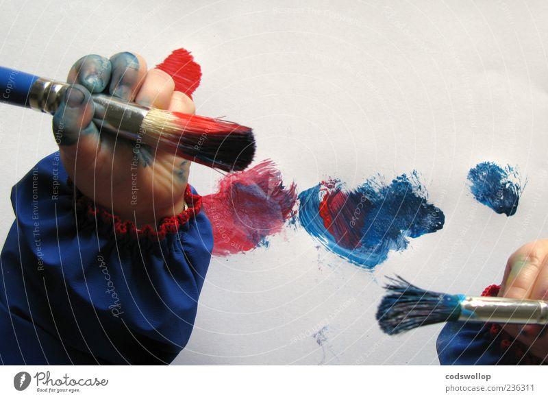peintre Kindererziehung lernen androgyn Kleinkind Kindheit Hand 1 Mensch 1-3 Jahre Kunst Künstler Maler Gemälde blau rot weiß Pinselstrich malen Kreativität