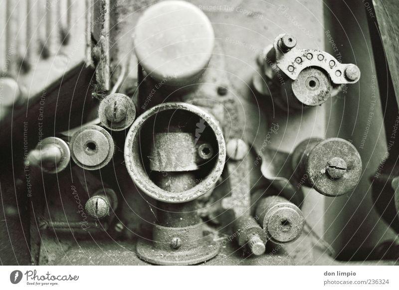 dingens Maschine Motor Getriebe Technik & Technologie Metall alt analog Schwarzweißfoto Makroaufnahme Menschenleer Schatten Schwache Tiefenschärfe