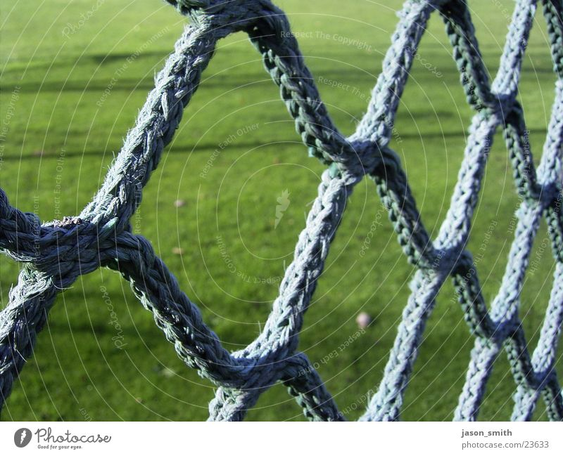 Nothing but net grün Netz Makroaufnahme Detailaufnahme Strukturen & Formen geflochten Sportrasen Schlaufe Stoff Seil Schwache Tiefenschärfe Menschenleer