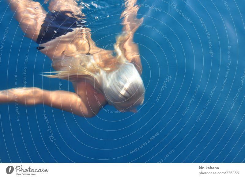 sommer Mensch Frau blau Wasser Ferien & Urlaub & Reisen Sonne Meer Sommer Freude Erwachsene Ferne Erholung feminin Freiheit Schwimmen & Baden blond